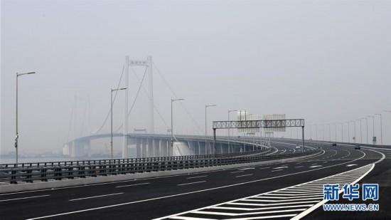 (经济)(6)一桥飞架珠江口 南沙大桥通车