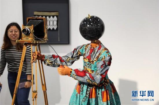 (图文互动)(1)香港巴塞尔艺术展创纪录吸引8.8万名访客