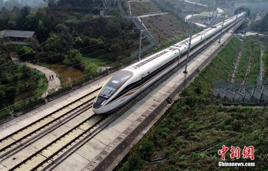 """铁路助力旅客""""五一""""小长假方便出游高铁游成新时尚"""