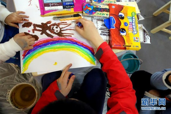 """(社会)(1)""""天真者的艺术――自然生长""""艺术画展在京开展"""
