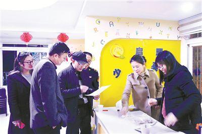 江苏靖江一副校长违规办培训机构泄漏试题被撤职