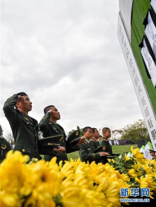 (社会)(1)四川木里森林火灾扑救中英勇牺牲烈士悼念活动在西昌市举行