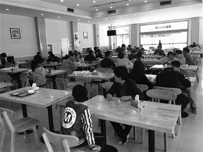 """扬州市政府食堂小长假""""开门纳客"""" 菜美价廉"""