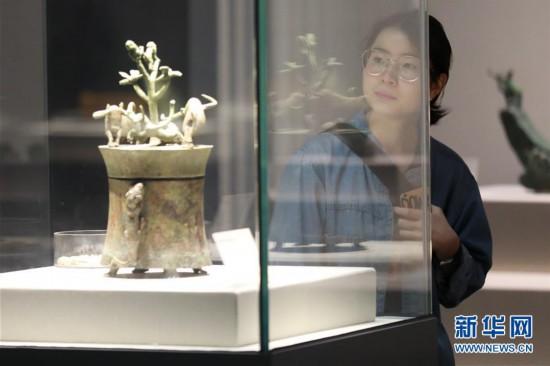 (社会)(2)贵阳:博物馆里过节日