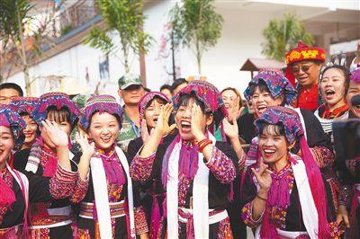 海南五指山:苗族婚俗展示民俗文化