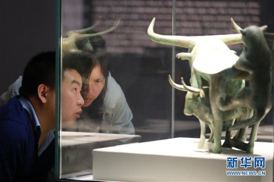 (社会)(4)贵阳:博物馆里过节日
