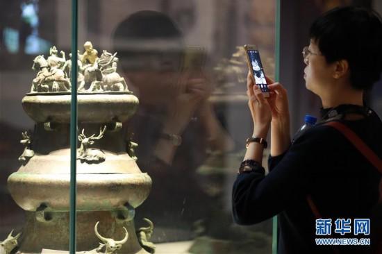 (社会)(5)贵阳:博物馆里过节日