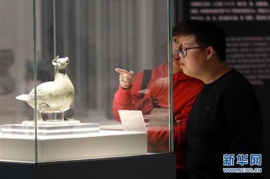 (社会)(1)贵阳:博物馆里过节日