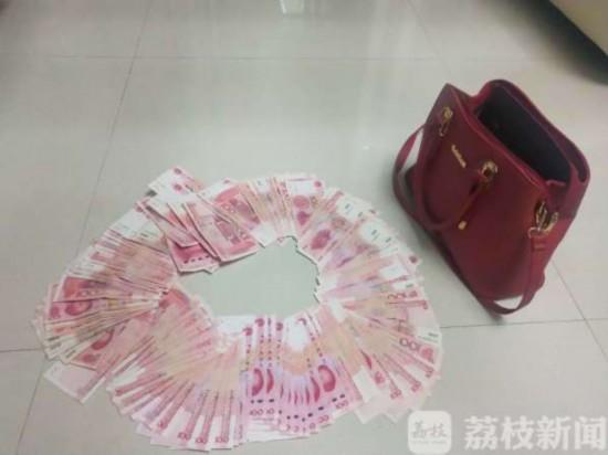 手提包被遗落路边 现金支票和欠条超170万元