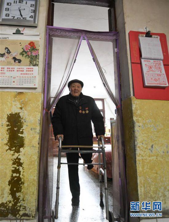 (新华全媒头条・图文互动)(1)英雄无言――95岁老党员张富清的本色人生