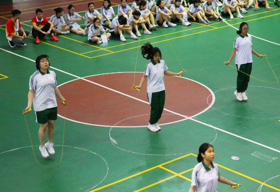 選考項目中,考生人數最多的三個項目分別為一分鐘跳繩53655人,三級蛙跳23470人,立定跳遠10715人。