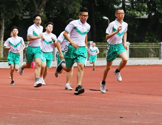 必考項目中,最熱門的依然是耐力跑(男子1000米、女子800米),有87170名考生選擇,選擇100米游泳的考生隻有714人。