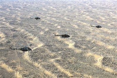 新疆军区某陆航旅在大漠深处组织大场次跨昼夜飞行训练