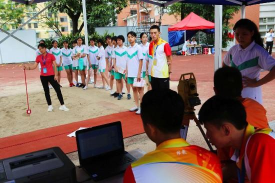 開考第一天,共有4228名考生在廣州市第三中學、廣州市第五中學、廣州中學、增城區康威運動場等考點參加考試。