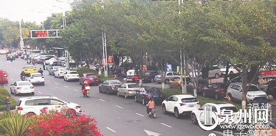 通港街东云路至云鹿路路段车辆违停较严重