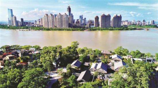重修后的東坡祠與江北的高樓交相輝映。