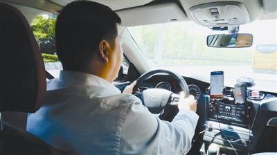 网约车司机月入近万元:现在的生活比在外打工强多了