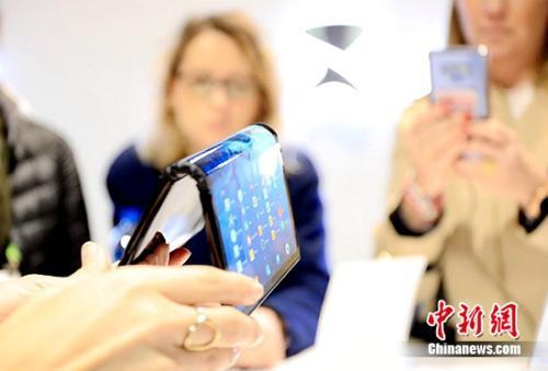 国内手机市场一季度出货量7693万部 下降11.9%