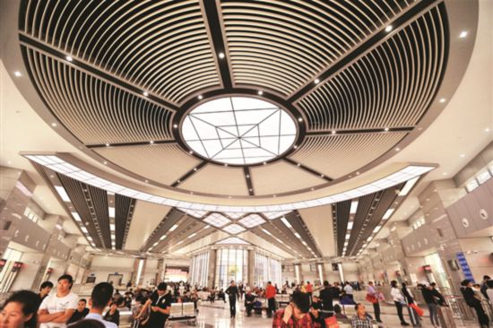 """新的惠州市汽車客運站(原""""惠州市汽車客運南站"""")於去年10月21日正式投入運營,候車環境更寬敞舒適。"""