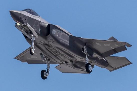 日本确认失联F-35战斗机坠毁已发现战机尾翼