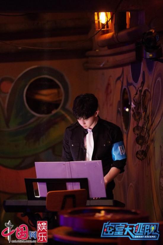 邓伦《密室大逃脱》弹钢琴首秀担任队长责任感爆棚