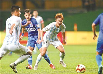 广州富力主场2比1力克上海申花夺取赛季首胜