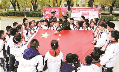 红领巾进军营助力国家安全