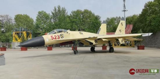 中国首个功勋飞机园开园歼10歼11原型机亮相