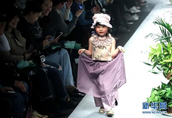 (文化)(2)上海:春天里的童装秀
