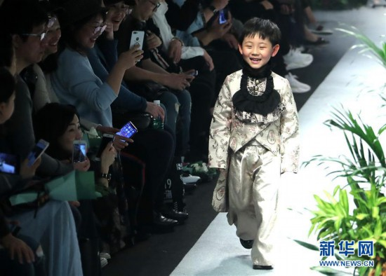(文化)(1)上海:春天里的童装秀