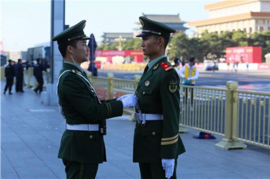 武警官兵全力保障北京半程马拉松安全有序进行