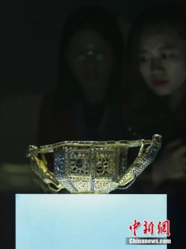 """4月11日,""""殊方共享——丝绸之路国家博物馆文物精品展""""在北京中国国家博物馆开幕。图为罗马尼亚国家历史博物馆藏展品。<a target='_blank'  data-cke-saved-href='http://www.chinanews.com/' href='http://www.chinanews.com/'><p  align="""
