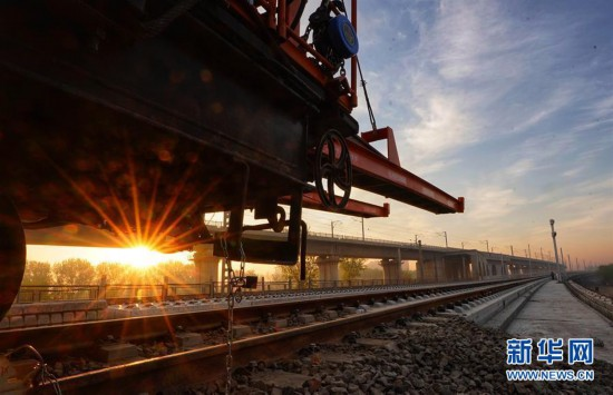 (经济)(3)京雄城际铁路开始铺轨