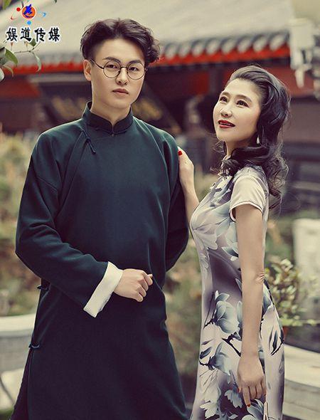中国舞蹈家夏冰峻岭花枝俏乡野醉东风