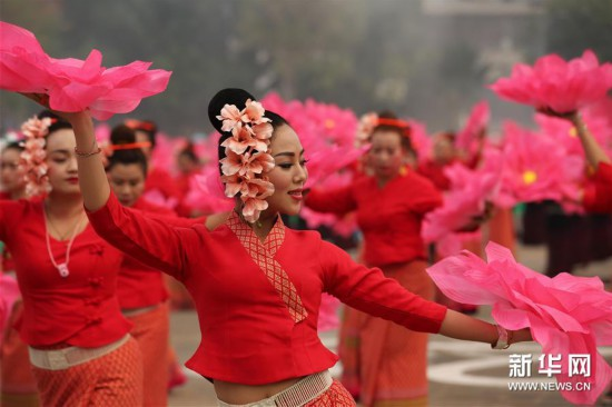 (新华视界)(4)西双版纳民族民间文化巡游大展演