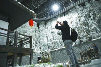 北影节嘉年华开幕 游客玩儿转电影