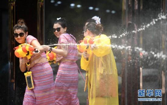 (社会)(5)西双版纳:欢度泼水节