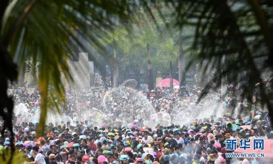 (社会)(6)西双版纳:欢度泼水节