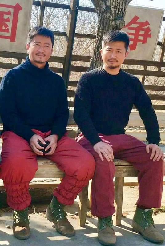 吴京和替身合影曝光网友惊呼:两个人是双胞胎
