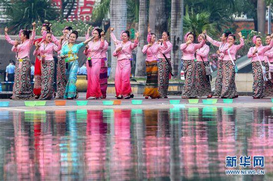 (社会)(3)西双版纳:欢度泼水节