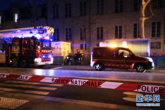 (国际)(3)巴黎圣母院发生大火 建筑损毁严重