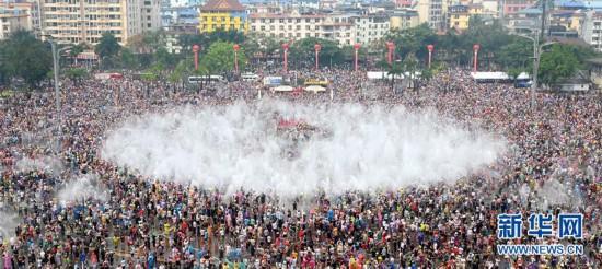 (社会)(7)西双版纳:欢度泼水节