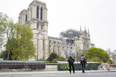 巴黎圣母院尖塔修复技术上可行