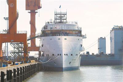 首艘国产极地探险邮轮在南通下水 一系列大船从江苏启航