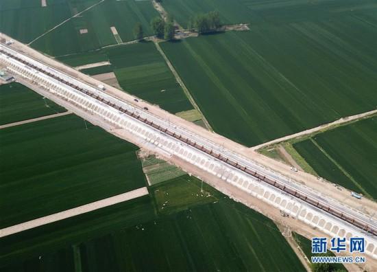 (经济)(1)郑阜铁路安徽段全线进入铺轨阶段