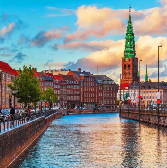 """助力""""一带一路""""美好出行宇通纯电动巴士驶入丹麦"""