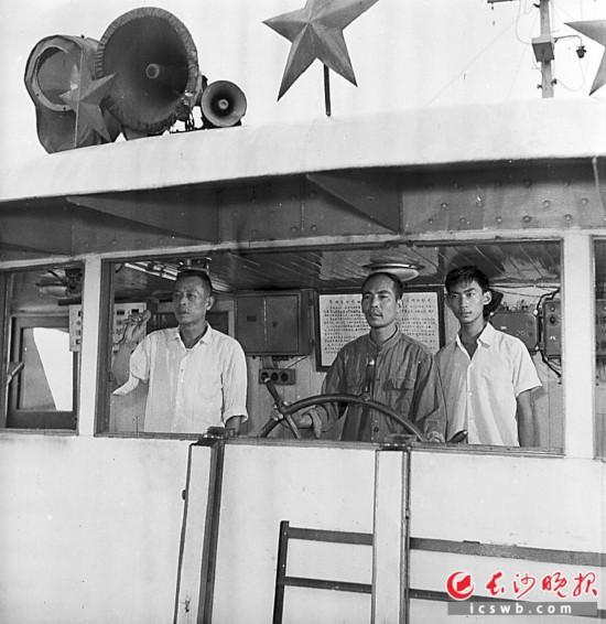 1978年8月,长沙港务局韶山204号客轮起航。当年港口客运繁忙,长沙港开通了众多客运航线。