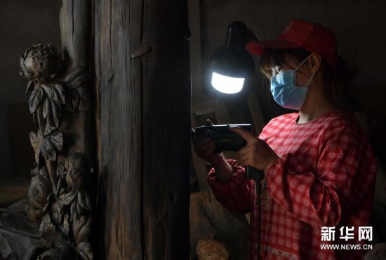 """(经济)(2)江西上饶:""""精雕细琢""""助推木雕产业蓬勃发展"""