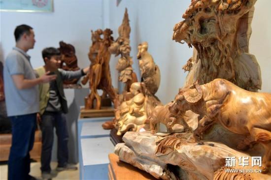"""(经济)(5)江西上饶:""""精雕细琢""""助推木雕产业蓬勃发展"""