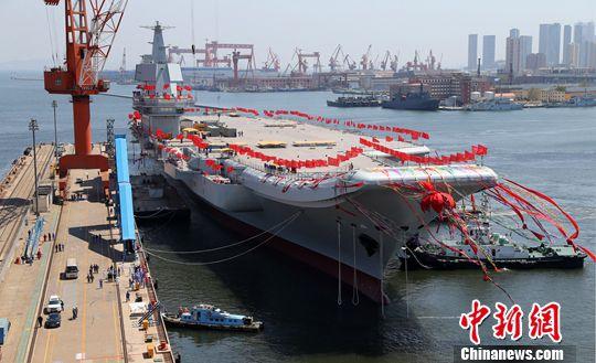 中国几艘航?_图为中国第二艘航空母舰下水.中新社发 李唐 摄